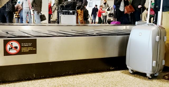 Am_Flughafen_Gepäckband_Andreas_Neustein_deutschlernerblog