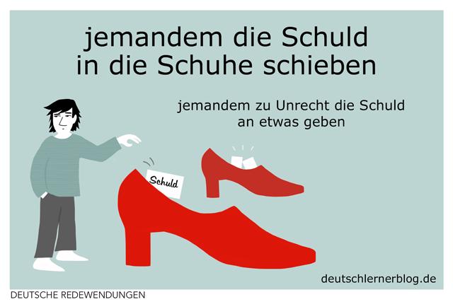 jemandem die Schuld in die Schuhe schieben